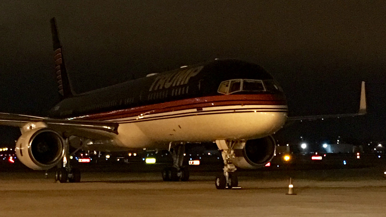 Giants' plane parks next to Trump's in Wisconsin