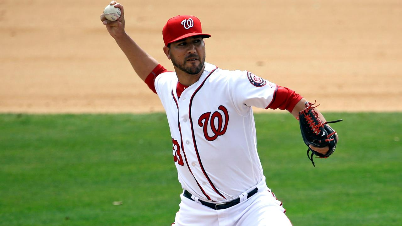 Nats recall reliever Martin to take Stras' spot