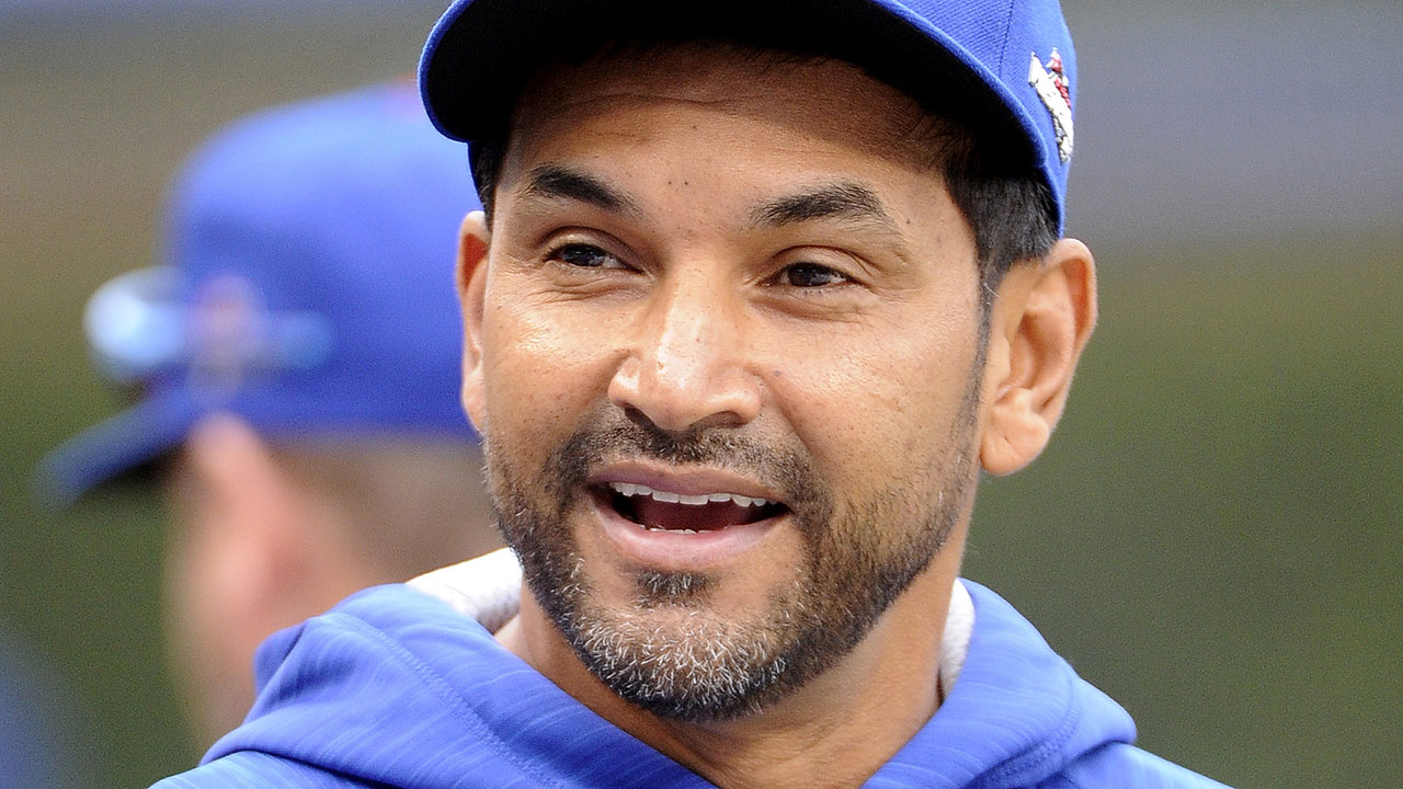 Cubs' Martinez to interview with Dodgers
