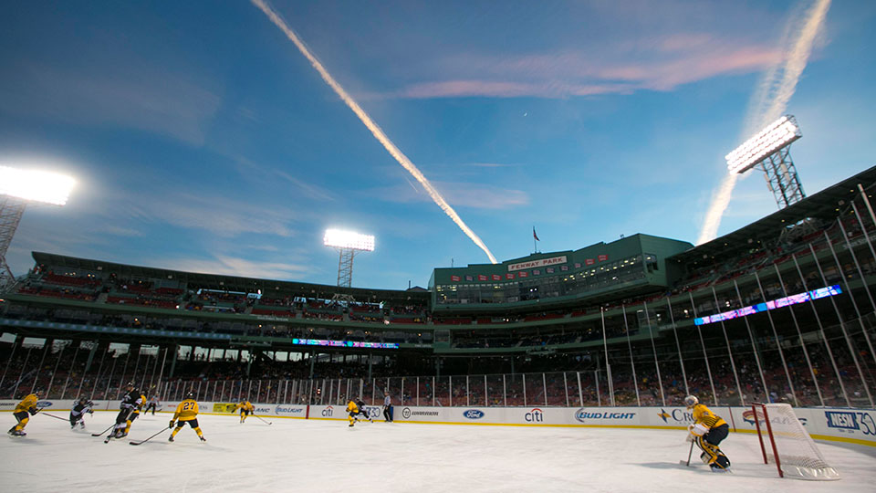 a8f8ad765 Capital One Frozen Fenway 2017 | MLB.com