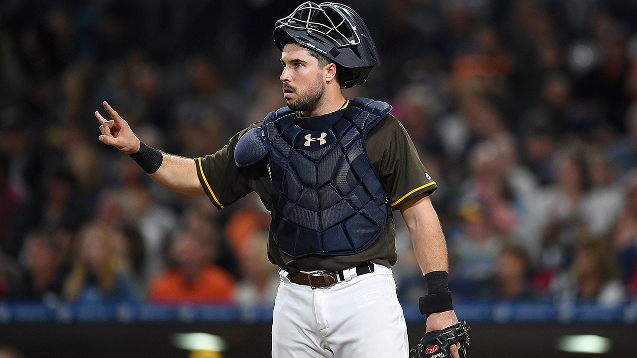 Hedges emerges as Padres' catcher