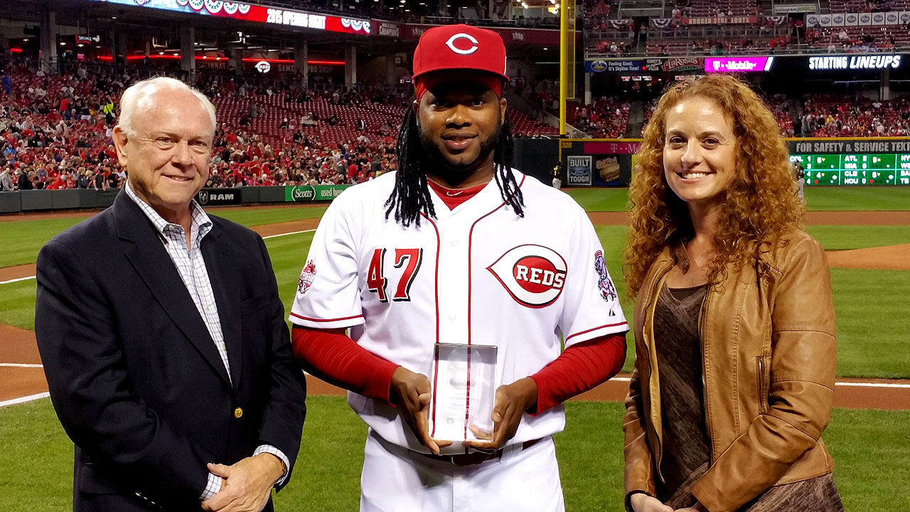After 'Bounceback' year, Cueto receives GIBBY