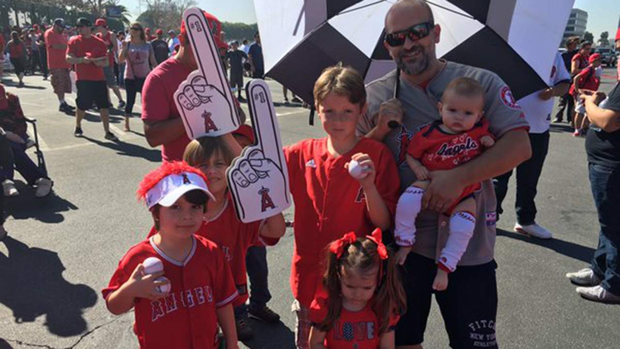 Fans give Angels festive sendoff
