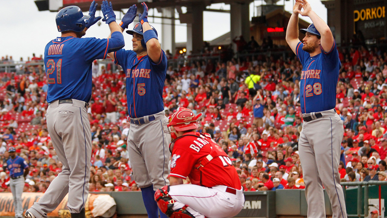 Reds look on as Mets celebrate division title
