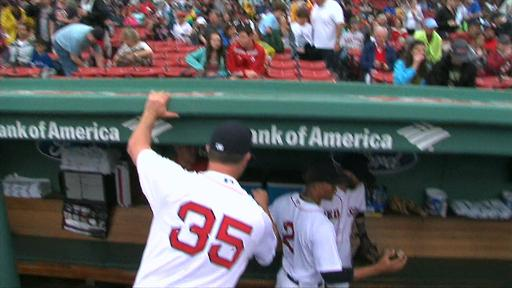 Xander Bogaerts hits head in dugout