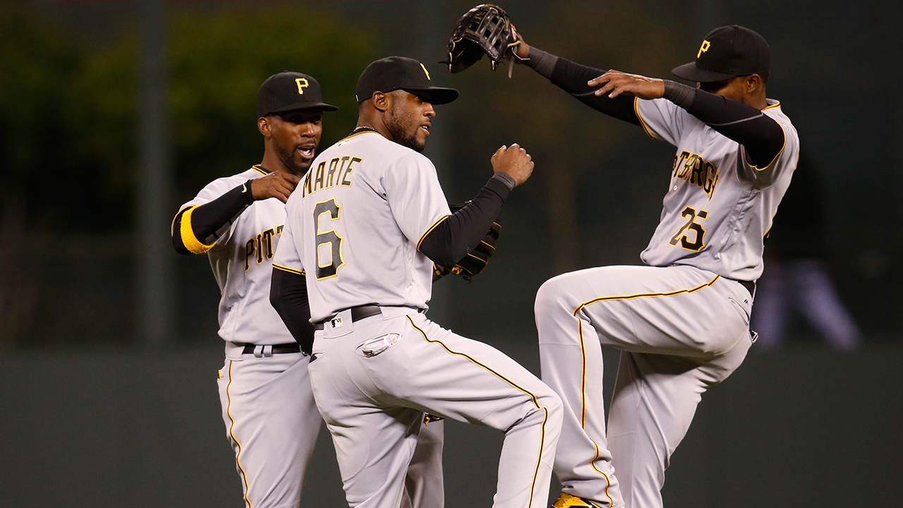 Andrew McCutchen to play right field in 2017 | MLB.com