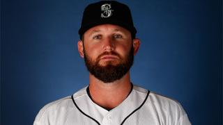 Mariners keep reliever Cook on Minors deal