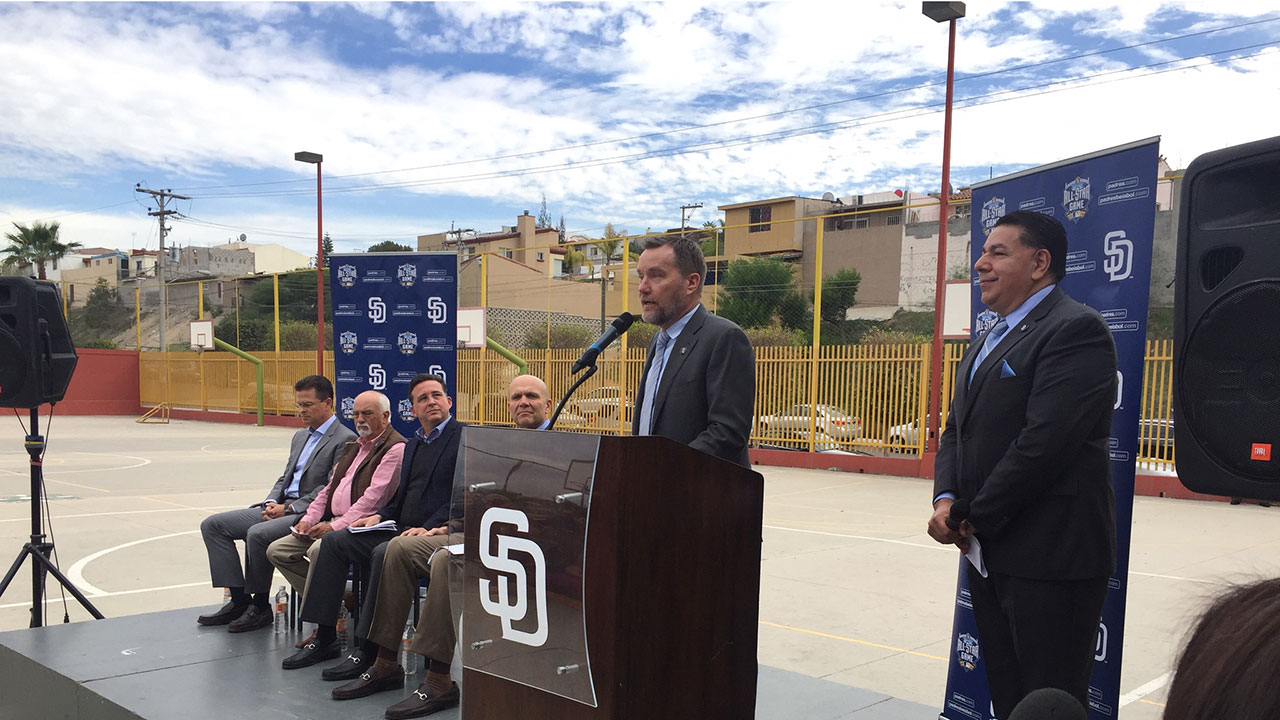 Padres expand outreach efforts in Mexico