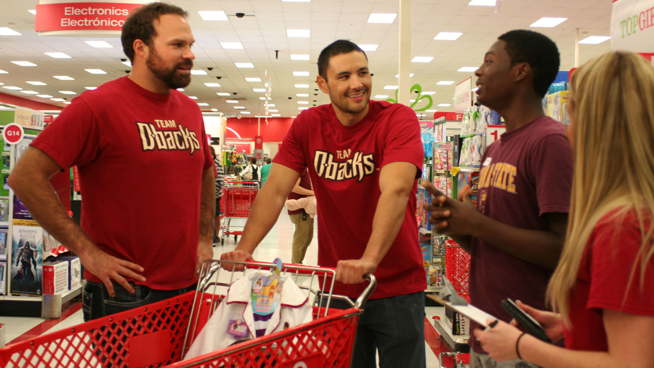 Collmenter assists in shopping spree to help teens in need