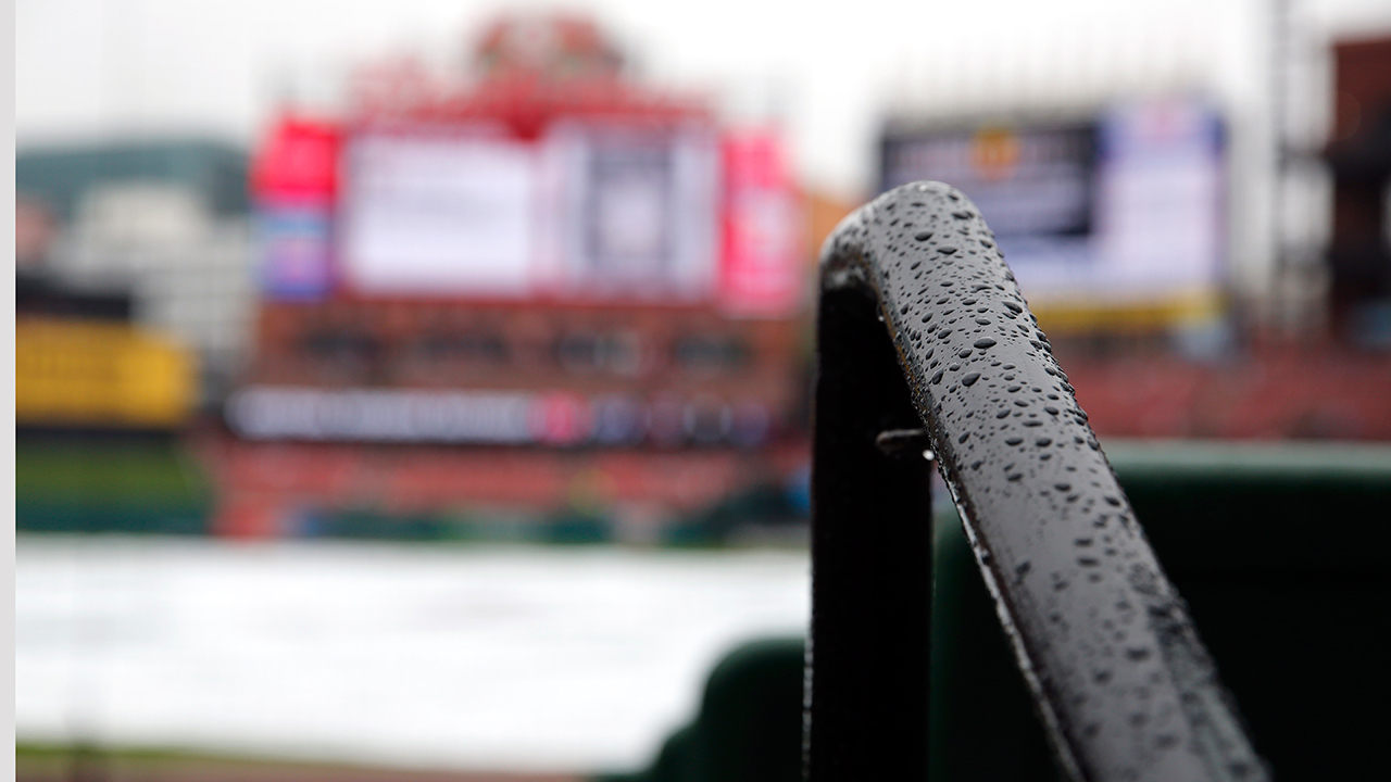 Rain pushes back start of Bucs-Cards finale
