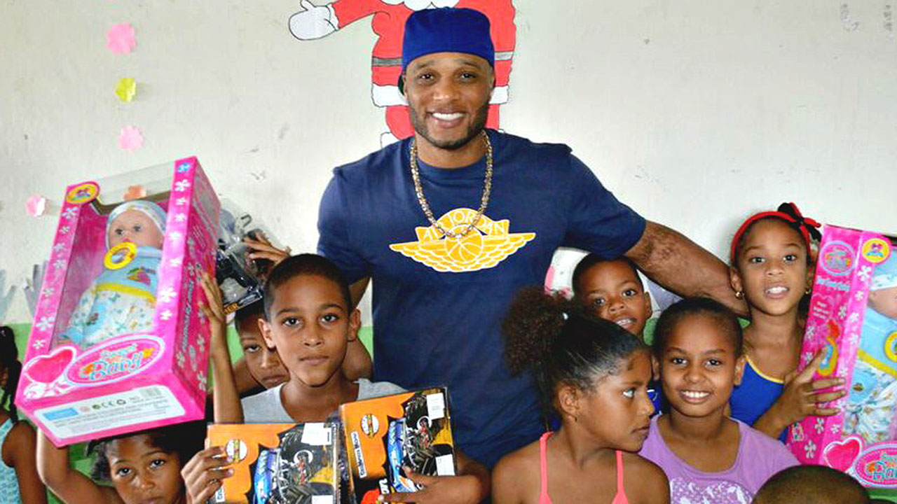 Cano's foundation helping to build schools in Dominican Republic