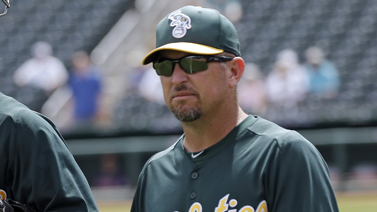Bush promoted to replace Davis as hitting coach
