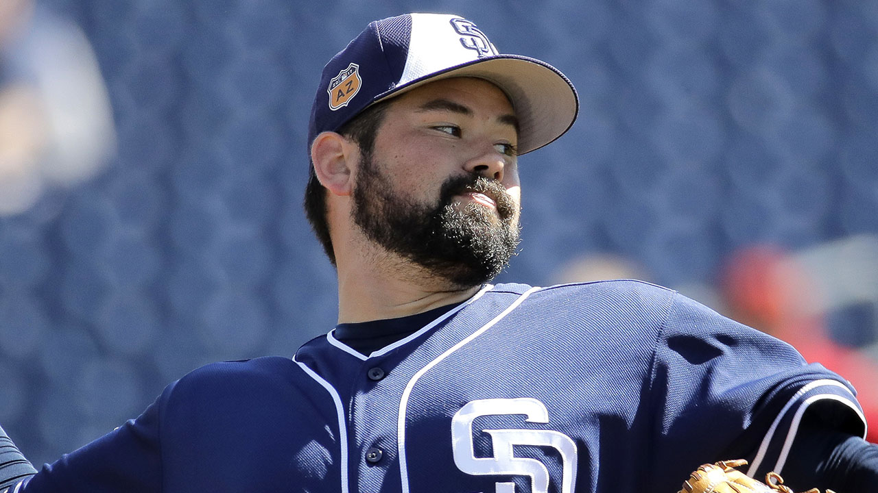 Lee back in big leagues with Padres