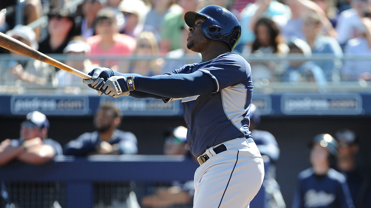 Padres' new sluggers overpower Mariners