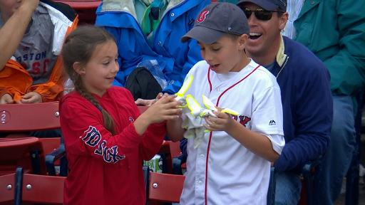 David Ortiz gives gloves away