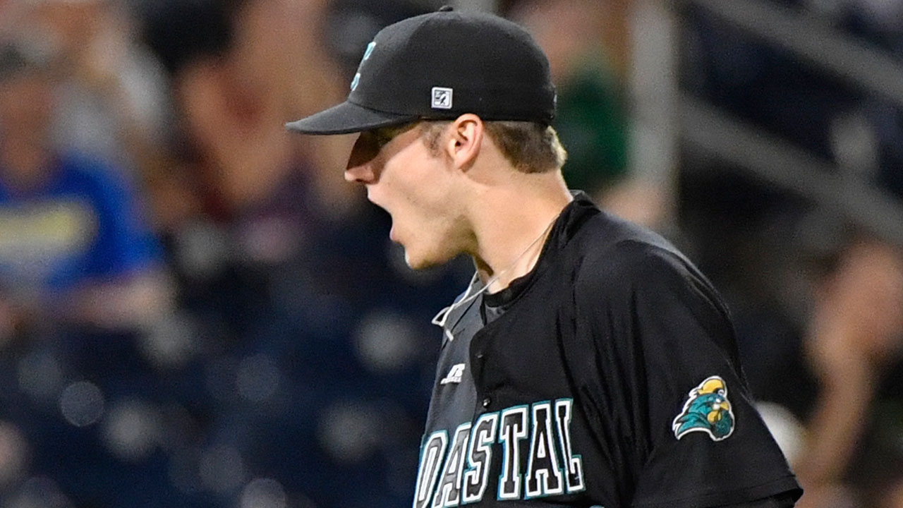 Coastal Carolina, Arizona stay alive at College World Series