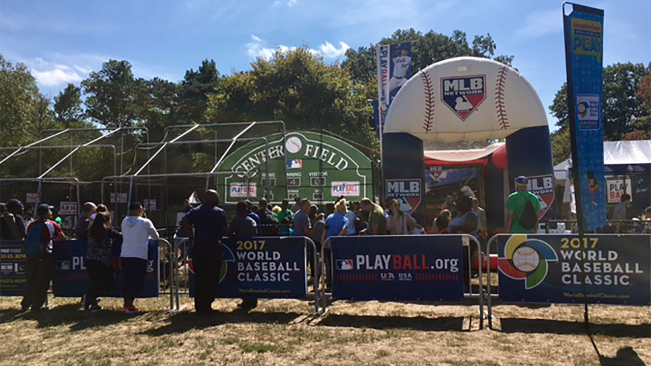 Big leaguers join Day of Play in Brooklyn