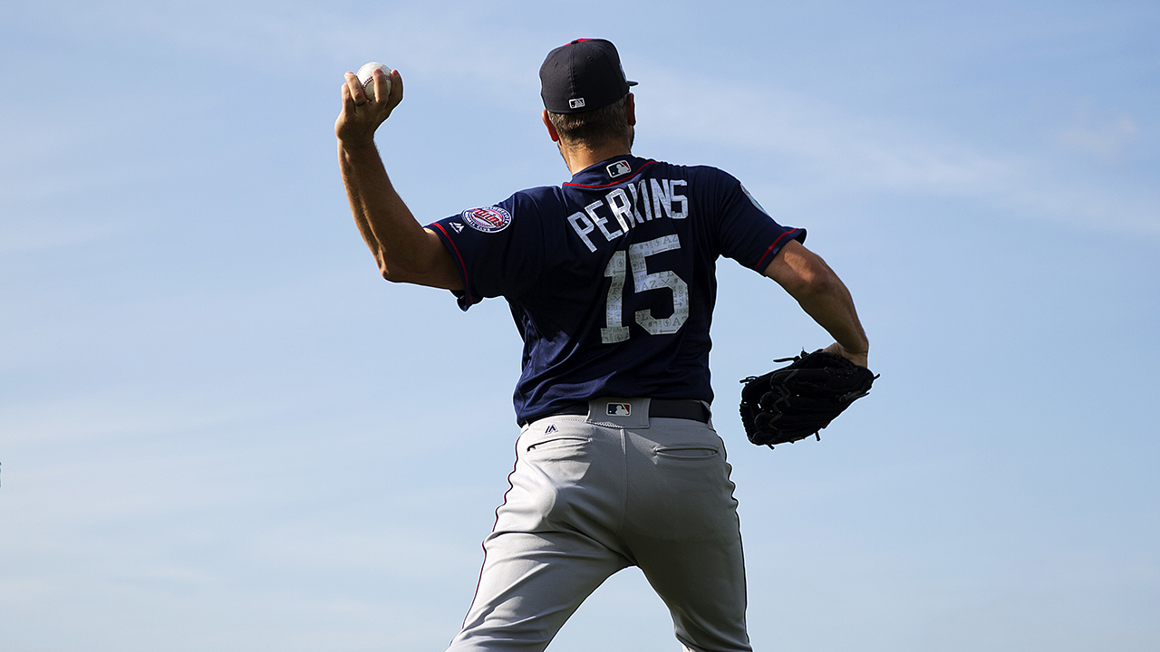 Perkins tosses 3rd 'pen session without issue