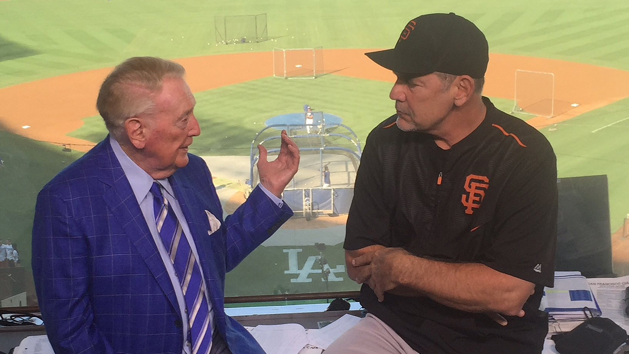 Bochy drops in on Dodgers legend Scully