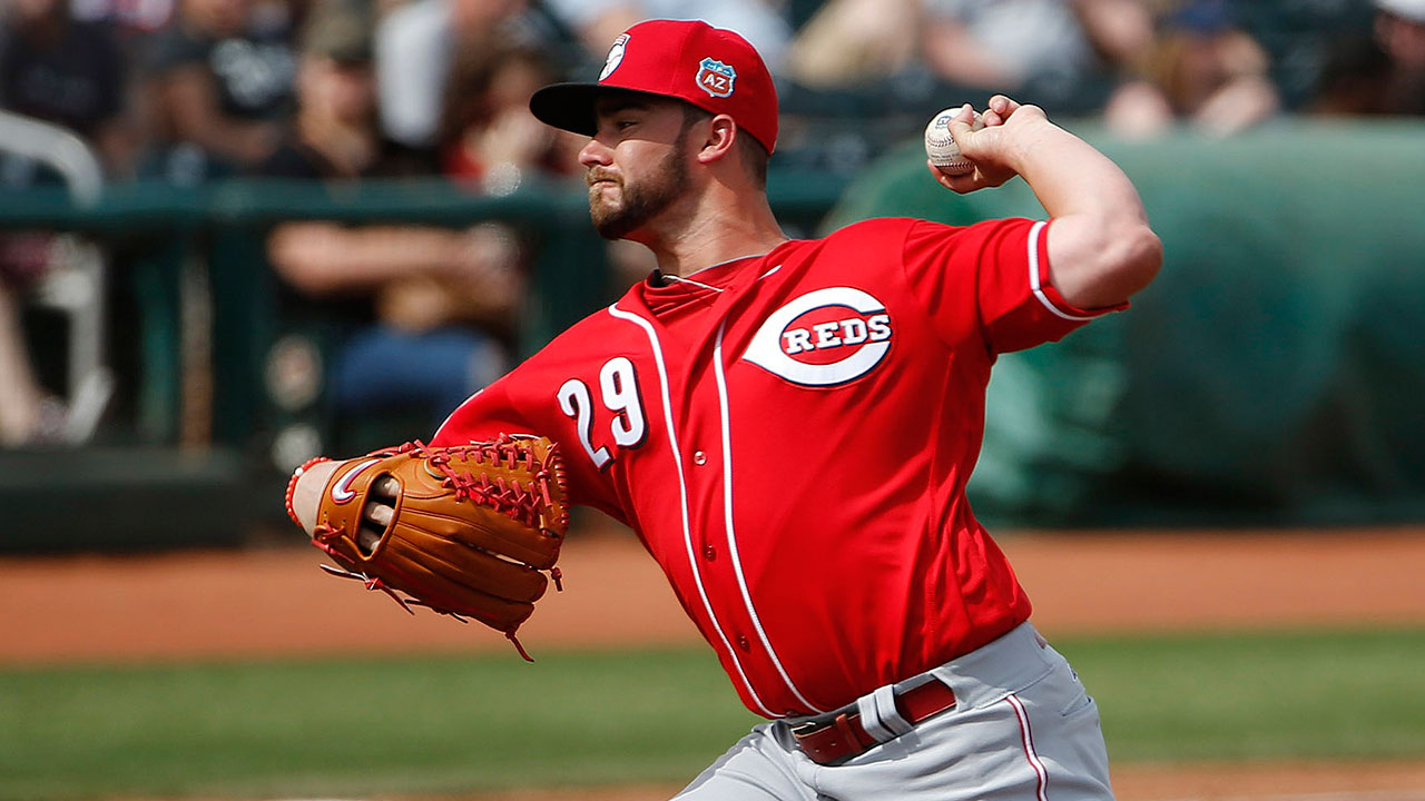 Finnegan, Barnhart lead Reds past Cubs