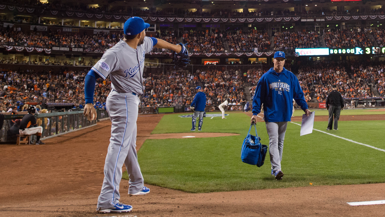 Eiland, Royals employ new bullpen 'phone' in SF