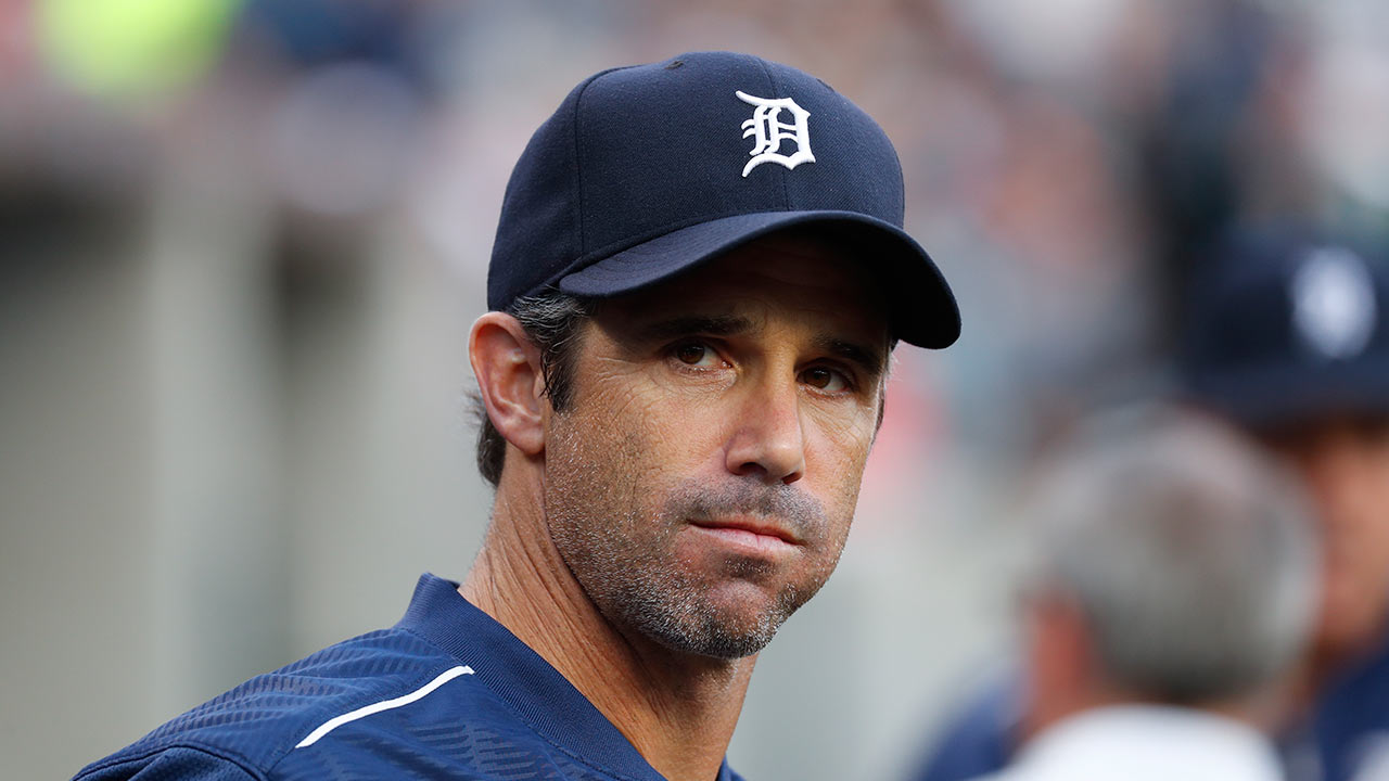 Tigers end speculation, pick up Ausmus' option