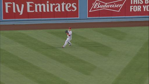 Mike Trout throws out Clayton Kershaw