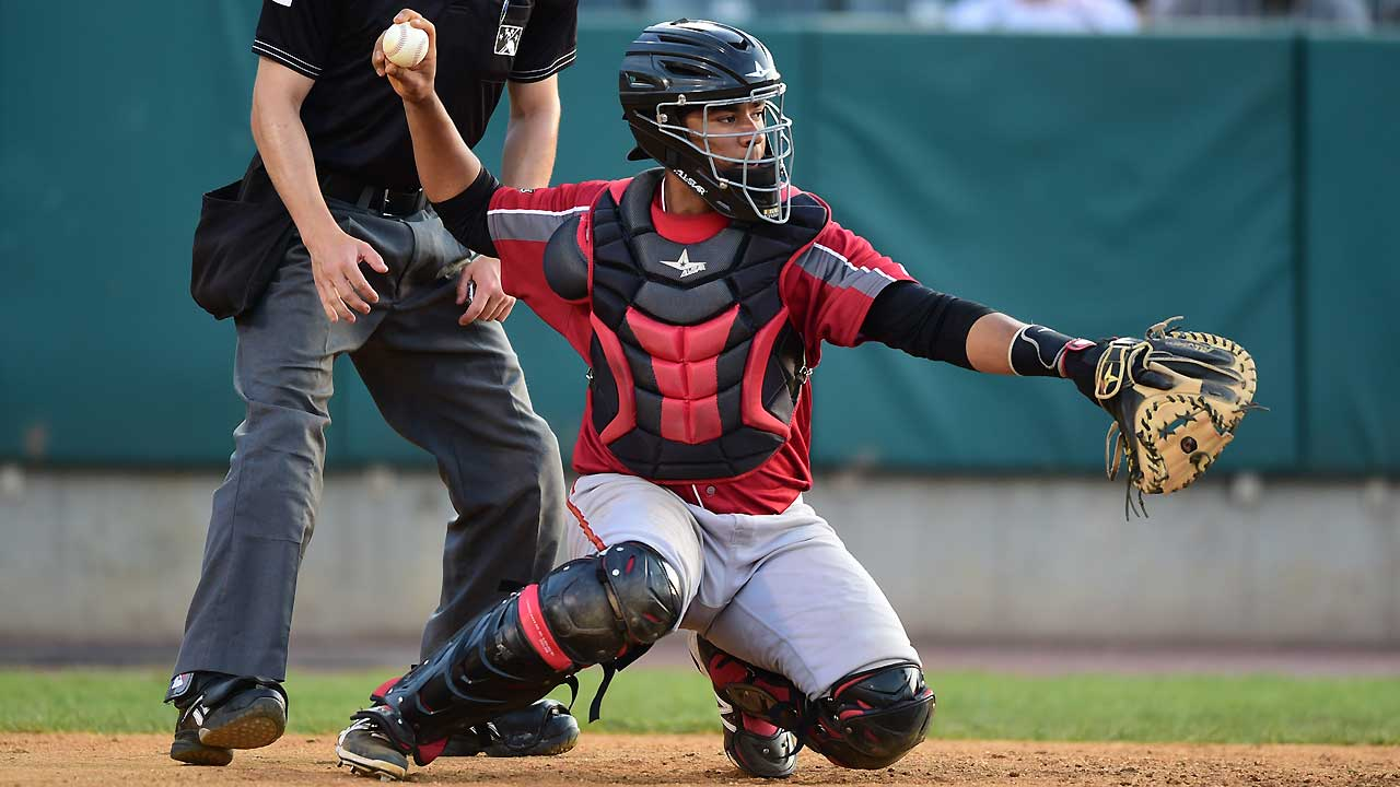 Pirates catching prospect Diaz showing defensive skills in AFL
