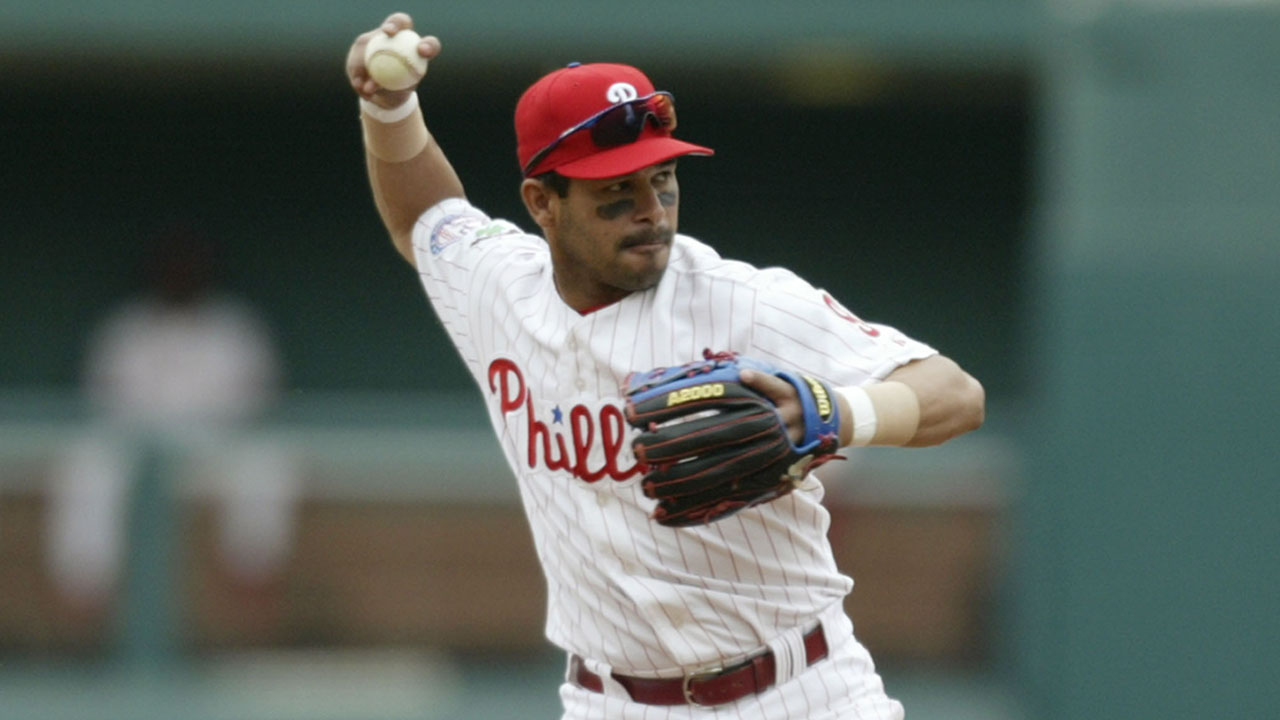 Catching up with former Phils utilityman Perez