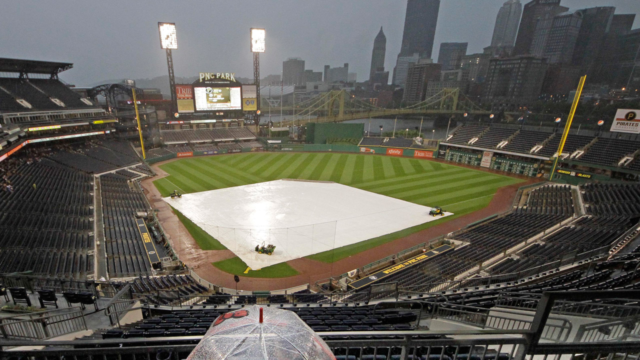 Thunderstorm puts Phillies, Bucs on hold