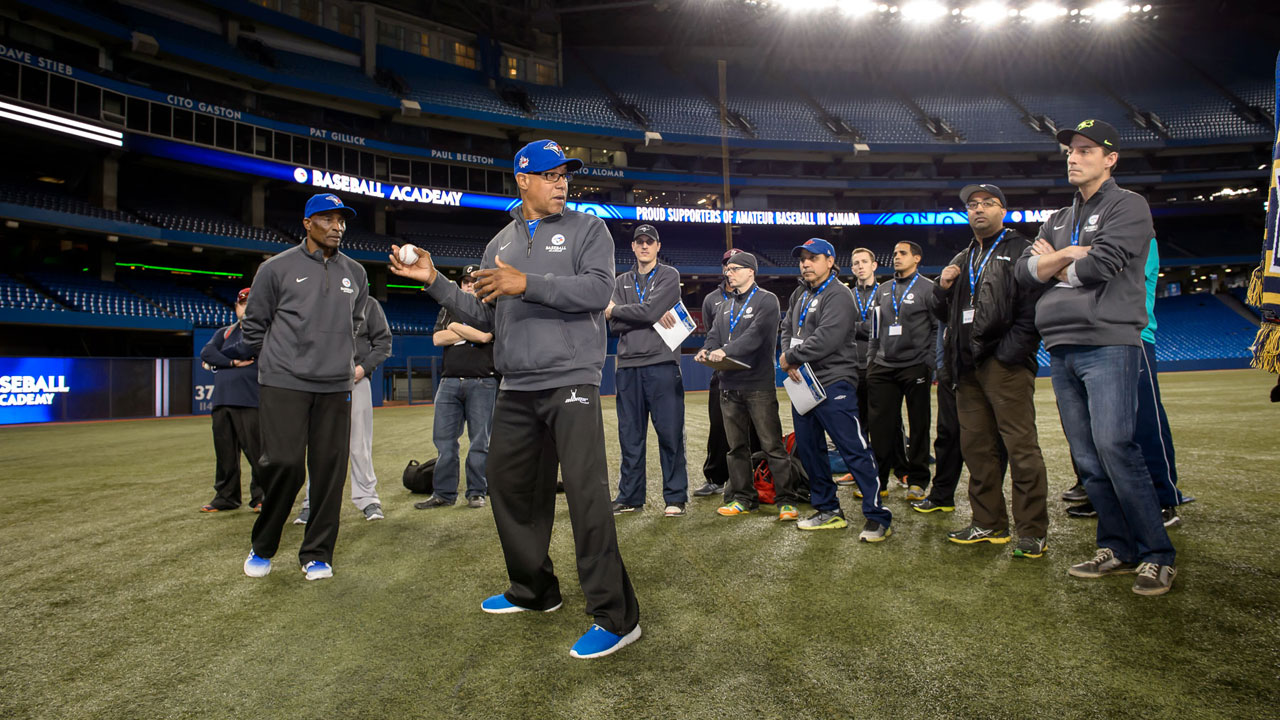 Blue Jays wrap up coaching clinic at Rogers Centre