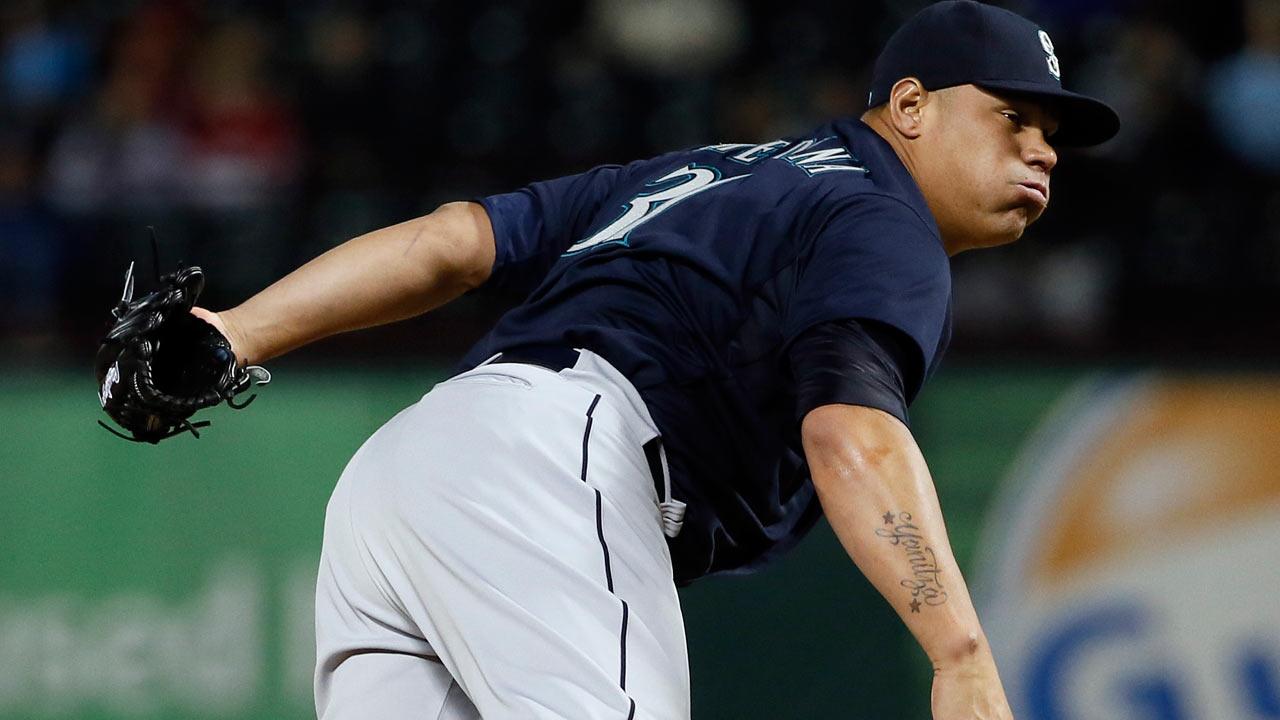 Cubs deal Castillo to Mariners for Medina - Baseball news ...