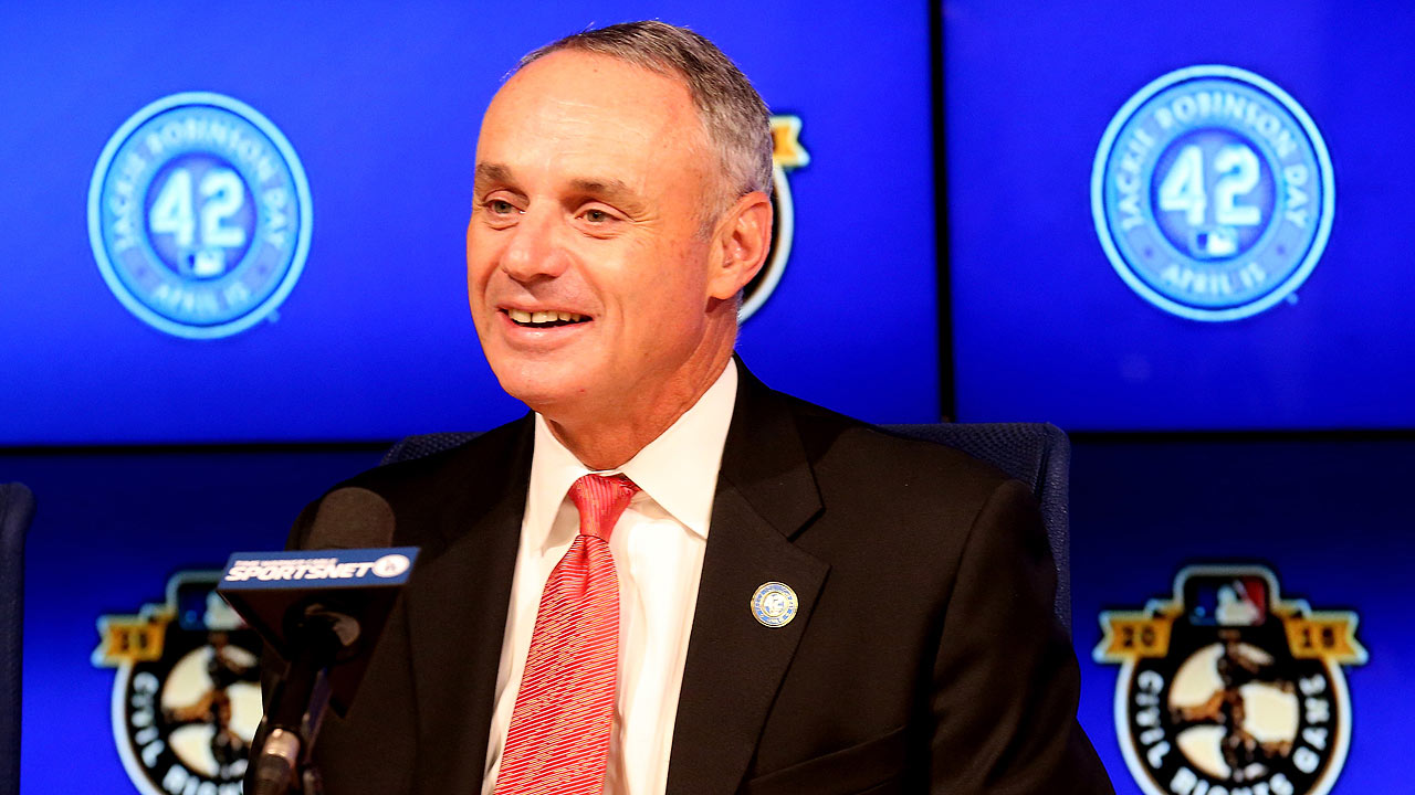Amid protests, Manfred addresses Orioles, White Sox