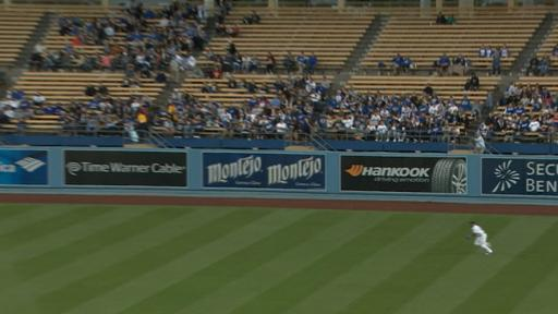 Yasiel Puig makes diving catch