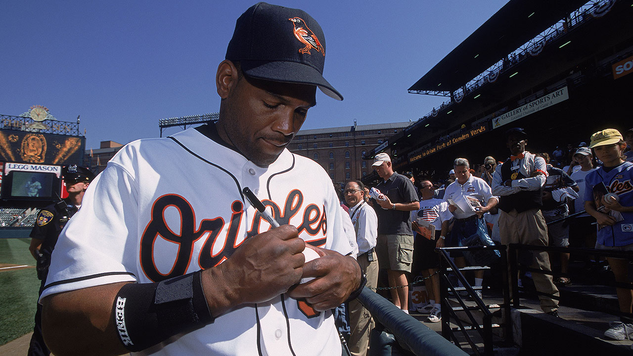 Raines among HOF trio; Mussina climbs
