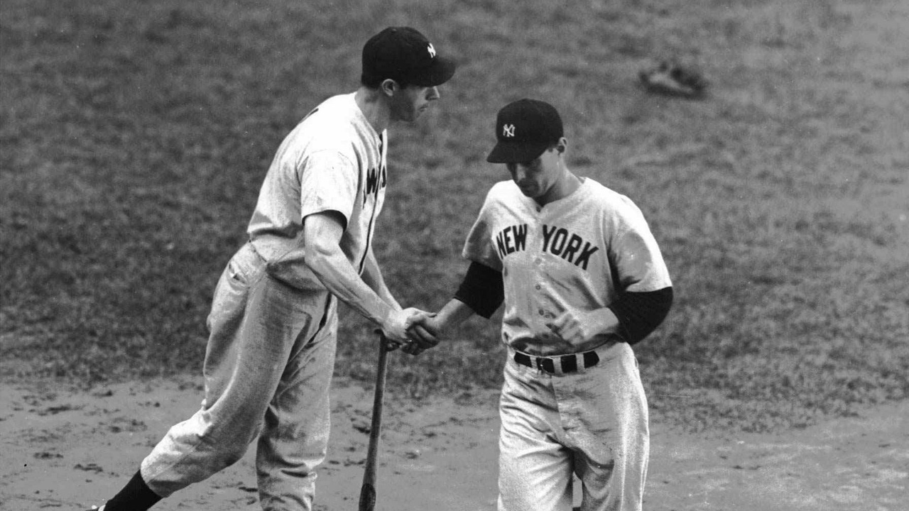 Yanks split doubleheader with DiMaggio's help