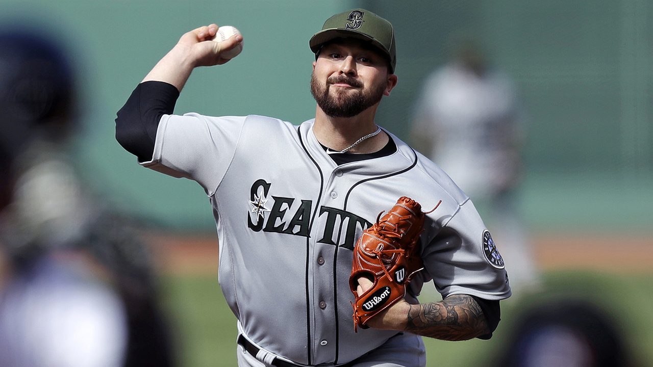 Mariners promote righty Harper, option Whalen